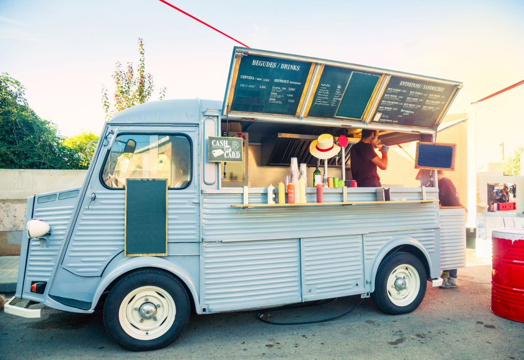 food truck in the street 496731672 863bfb69328341c1804fec18e39be715 1024x704 - How To Start Your Own Food Truck Business?